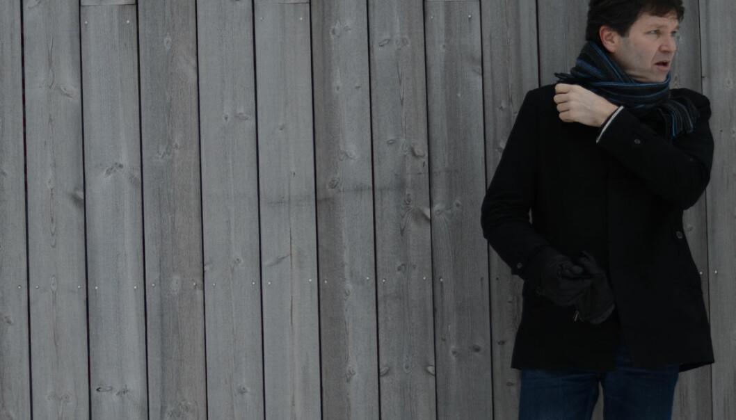 Det er et kunstig skille mellom kunst og vitenskap sier Edvin Østergaard. Han leder forskergruppen Kunst og vitenskap i læring på Norges miljø- og biovitenskapelige universitet. (Foto: © Niklas Østergaard)