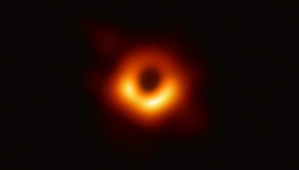 Dette bildet, presentert på en pressekonferanse holdt av Event Horizon Telescope, er det første av et sort hull. Nå har det angivelig fått et navn. (Foto: ESO)