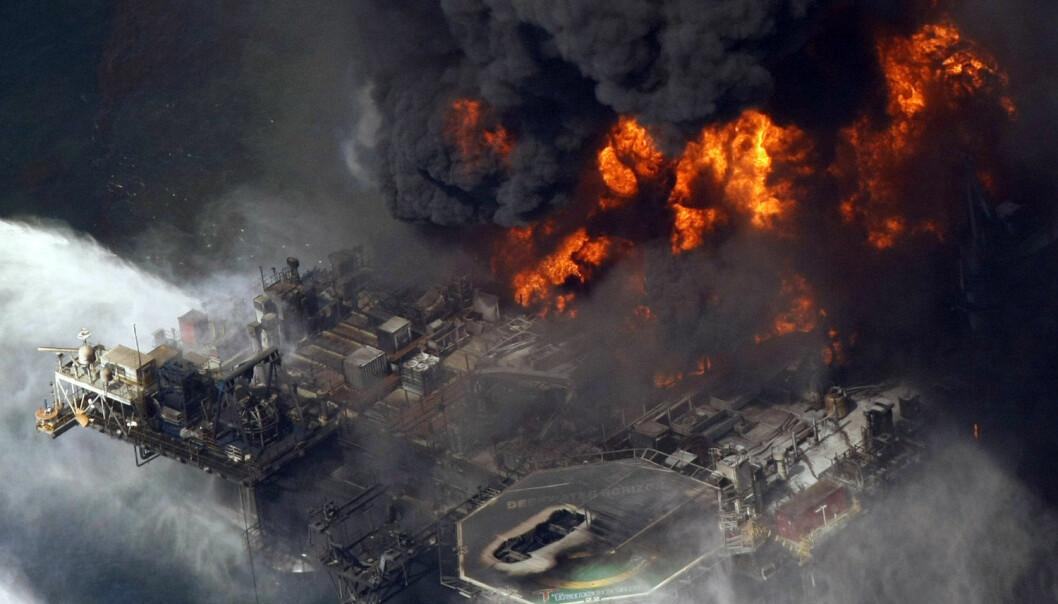 Hvis man vil unngå storulykker holder det ikke med tradisjonell økonomisk tenkning. Her Deepwater Horizon i 2010. (Foto: Gerald Herbert / NTB scanpix)