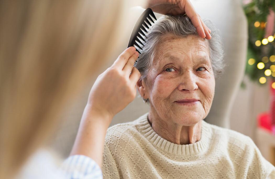 – Innsatsen blir satt stor pris på – både hos personen som får hjelp, pårørende og av helsepersonell, sier forsker. (Illustrasjonsfoto: Halfpoint / Shutterstock / NTB scanpix)
