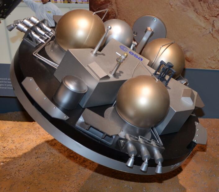 En modell av Schiaparelli EDM-landeren. (Foto: Pline/CC BY-SA 3.0)