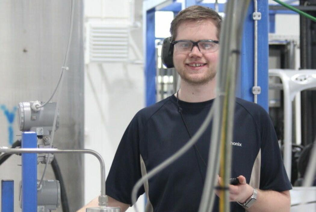 Rune Husveg har utvikla eit styresystem for å gjere reinseprosessen av avfallsvatn ved utvinning av olje betre. (Foto: UiA)