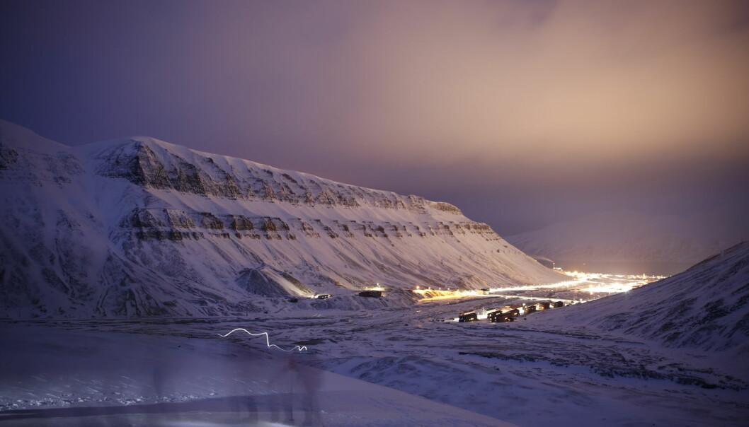 I et av Sintefs fremtidsbilder bidrar Svalbard selv med noe kraftproduksjon ved å lage solcellestrøm sommerstid. Når vintermørket siger på, vil mer og mer strøm bli lagd av hydrogen fra fastlandet.  (Foto: Ivar Ekseth, NTB Scanpix)