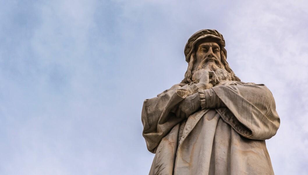 Denne statuen som forestiller Leonardo da Vinci står i Milano i Italia. (Foto: Hunter Bliss Images, Shutterstock, NTB scanpix)