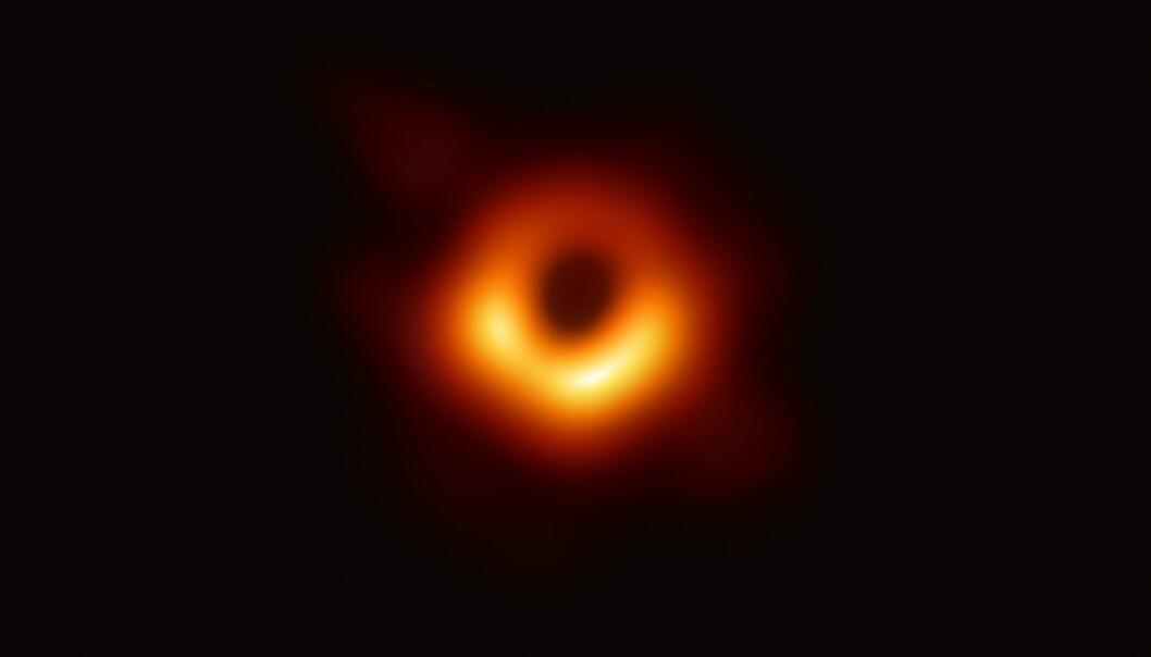 Det første bildet av det svarte hullet i sentrum av galaksen Messier 87. (Foto: EHT Collaboration)