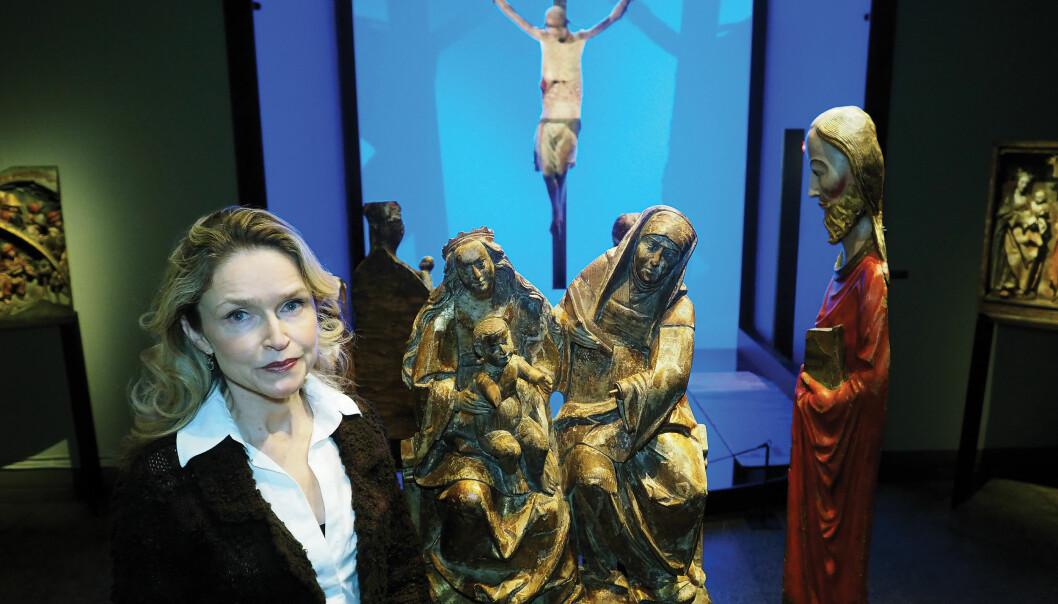 Etter reformasjonen ble hver fjerde skulptur skadet med hensikt. Skadene forteller masse om historien, forteller Noëlle Streeton. Hun legger til at reformasjonen tok sin tid. Så sent som på begynnelsen av 1800-tallet fantes det fortsatt katolske skikker i enkelte kirker. (Foto: Ola Sæther)