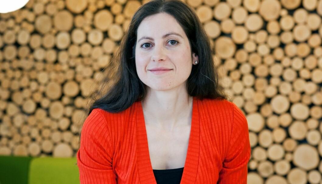 Kommunikasjonsprofessor Cristina Archetti meiner at kvinner og menn utan barn må bli meir synlege. Sjølv ønskjer ho å kome i kontakt med barnlause av begge kjønn for å intervjue dei.  (Foto: Alf Øksdal)
