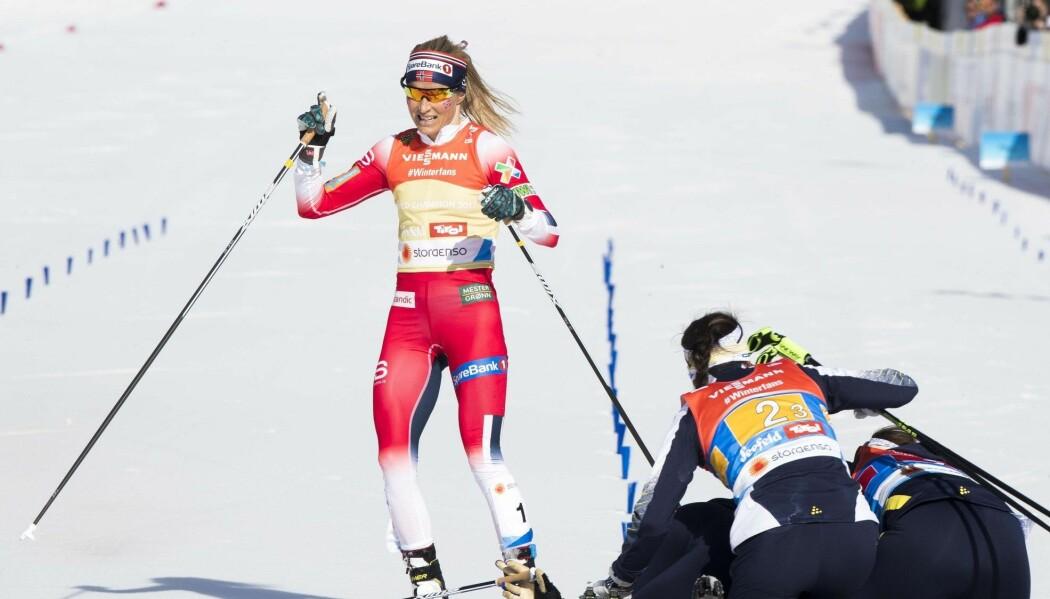 Therese Johaug tar Norge inn til sølv under kvinnestafetten under VM på ski i Seefeld i februar. Sverige vinner. (Foto: Terje Pedersen / NTB scanpix)