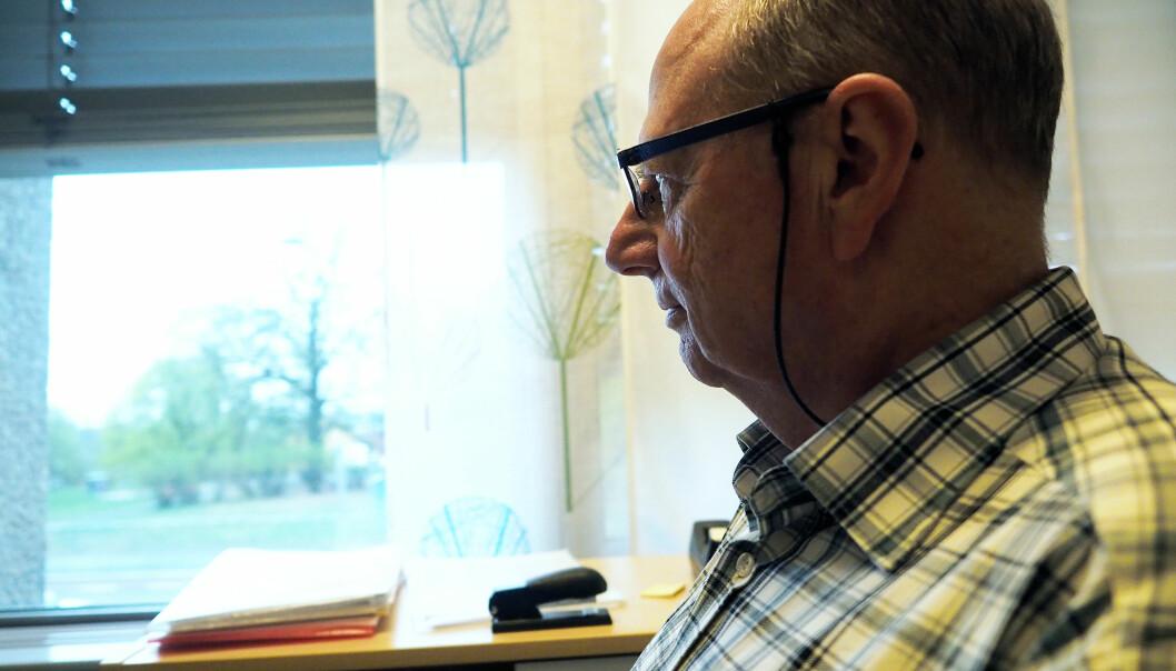 Aage Tverdal angrer i dag på at han ikke skrev i rapporten sin at stipendiaten ikke kunne frambringe originaldata.  – Jeg var ikke tøff nok den gangen. Jeg kunne ha sagt at får jeg ikke dataene, gjør jeg ikke jobben, sier han. (Foto: Ola Sæther)