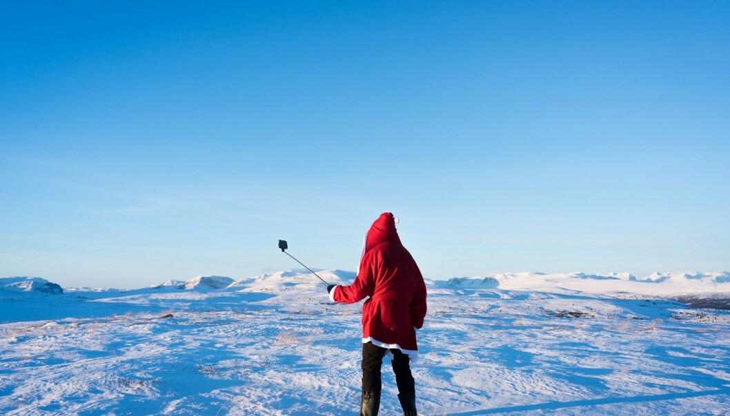 Fotokunst: E-boka «Selvbilde» inneholder 22 fotografier tatt av Kristoffer Eliassen. Eliassens utforsker forholdet mellom mennesker og teknologi, og smarttelefonen som en forlengelse av vår egen kropp. (Foto: Kristoffer Eliassen)