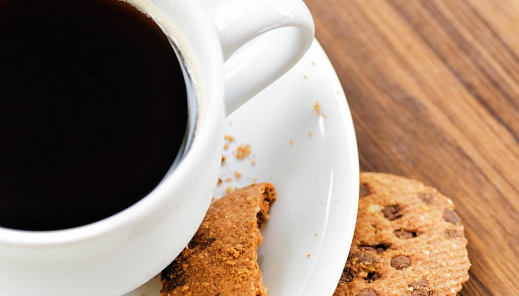 Får kaffeduft de forbipasserende på gaten til å stikke inn og kjøpe en kopp kaffe? Jo, det hadde effekt. Men enda større effekt har det å sende ut duften av nybakte kjeks med sjokoladebiter, ifølge svenske forskere.  (Foto: Efired, Shutterstock, NTB scanpix)
