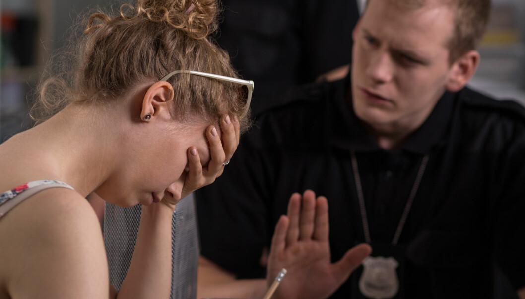Hvordan skal offeret og avhørslederen snakke sammen for at de sammen skal skape en god og riktig forklaring som tåler den videre gangen i rettsapparatet? I en doktorgrad har forskere sett nærmere på dette.  (Foto: Photographee.eu, Shutterstock, NTB scanpix)