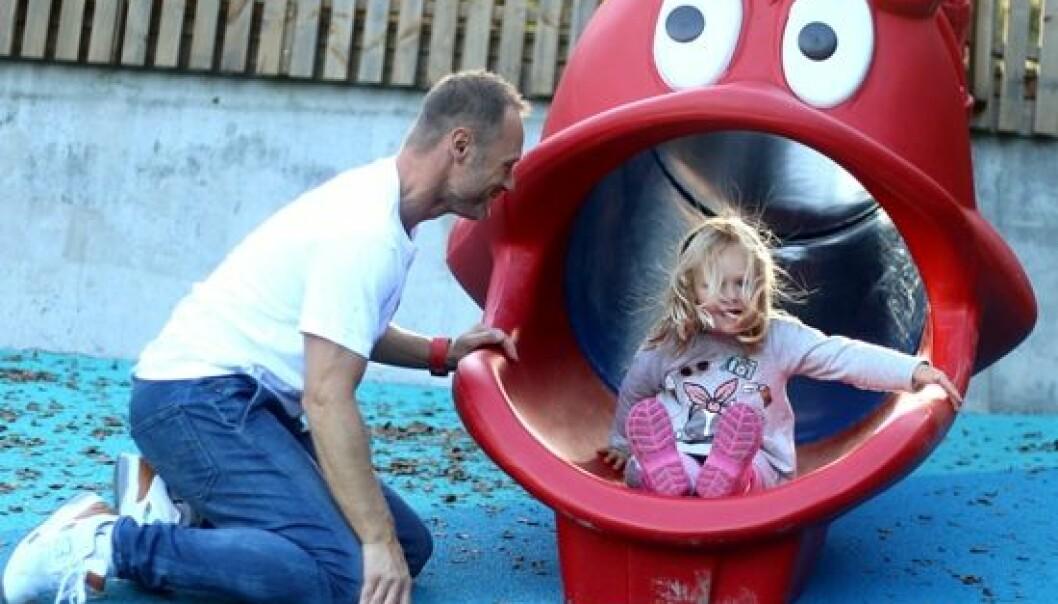 Marihøna barnehage er med i et europeisk samarbeid. Det har ført til nye rutiner, blant annet i overgangen fra barnehage og skole. Trond Heggestad (bildet) er daglig leder i barnehagen. (Foto: Runo Isaksen/SIU)