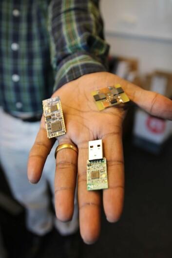 Det er flere mikroprosessorer på hver at disse tre sensornodene. (Foto: Atle Christiansen)