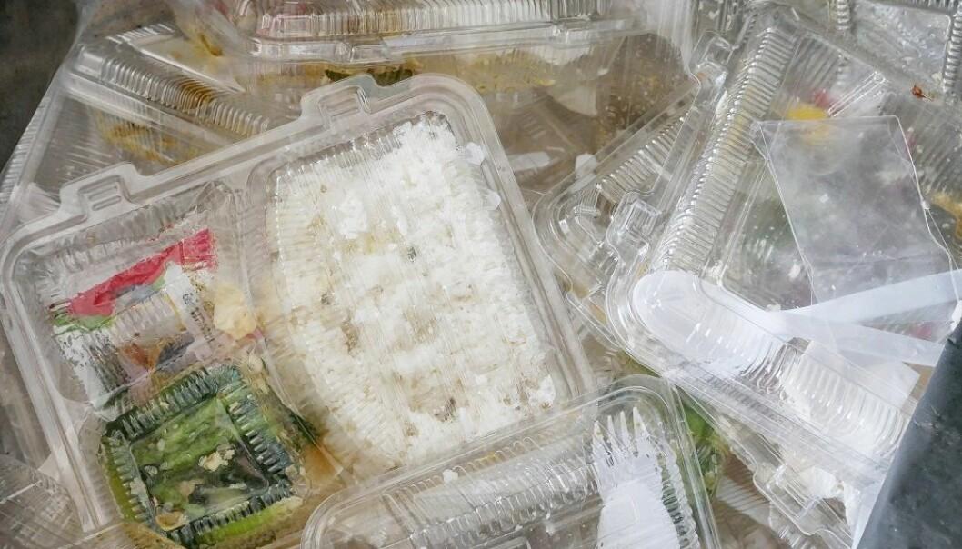 Forskere vil finne løsninger som gjør det mulig å bruke mindre plast i matemballasje.(Illustrasjonsfoto: Colourbox)