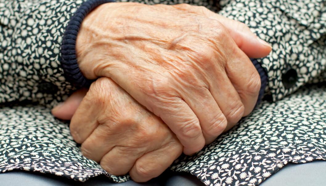De fleste som blir definert som ensomme i forskningen, har en mild og normal grad av ensomhet. Dette er en type ensomhet som i stor grad utløses av sorg, tap og savn. Denne ensomheten blir mer påtrengende når vi blir eldre og mister folk rundt oss. (Foto: Shutterstock/NTB scanpix)