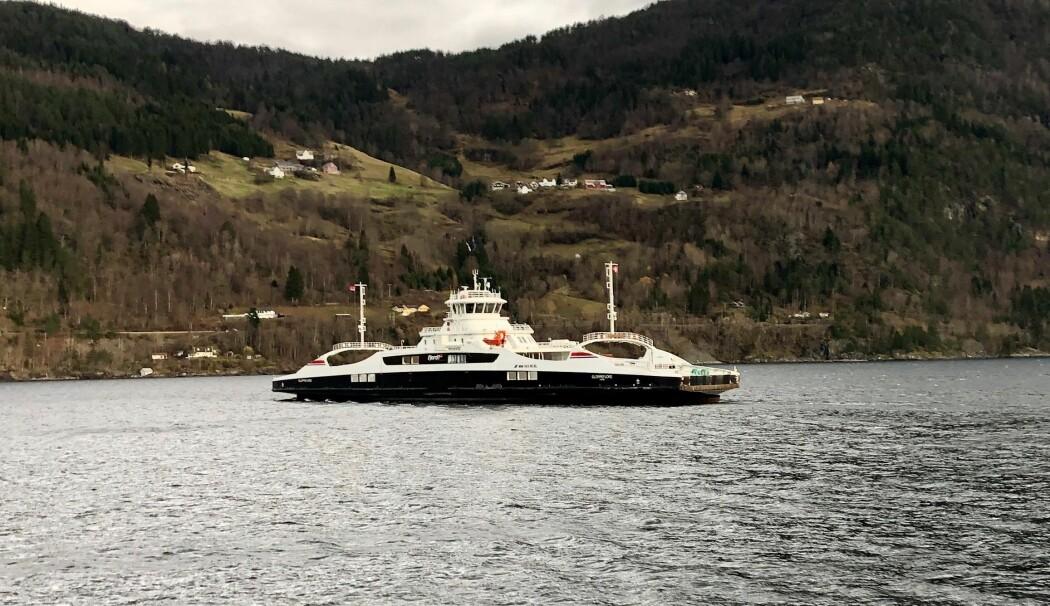 Strømforbruket i transportsektoren vil øke på land, fjord og hav, men industri, datasentre, og petroleumsnæringene vil kreve mest de neste 20 årene. Her er en av de to elferjene på strekningen Anda-Lote i Nordfjord. (Foto: A.Ø.)