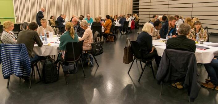 Folkemøtet om pandemier og epidemier ble holdt i en sal på Krigsskolen på Linderud i Oslo. (Foto: FFI)