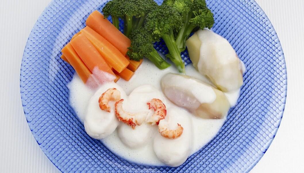 Fisk, og da særlig hvit fisk som torsk og hyse, inneholder fra naturens side mye jod. Fiskeboller i hvit saus med melk gir to kilder til jod.  (Foto: melk.no)
