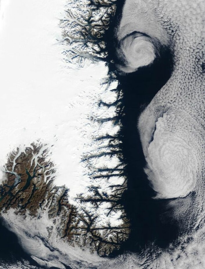 Grønland sett fra NASAs satellitt Terra. Mye fin geofysikk der. (Bilde: NASA Terra MODIS)