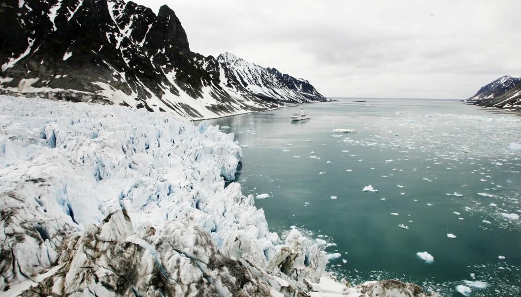 Isbreene smelter raskere enn tidligere på grunn av varmere temperaturer. (Foto: Erik Johansen, NTB scanpix)