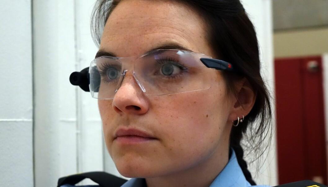 Studien viser at studentene som testet kamerabriller reflekterte og lærte mer om kommunikasjon i løpet av de tre øvelsene de gikk gjennom.  (Foto: Politihøgskolen)