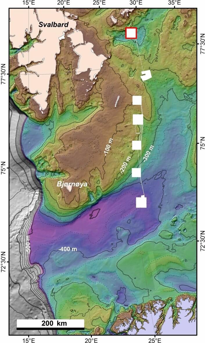 Oversiktskart for bio- og geokartlegging i sju bokser i Barentshavet. Dybdedata fra International Bathymetric Chart of the Arctic Ocean (Jakobsson et al. 2012). Den røde firkanten viser boks 7. (Foto: (Kart: Mareano/Havforskningsinstituttet))