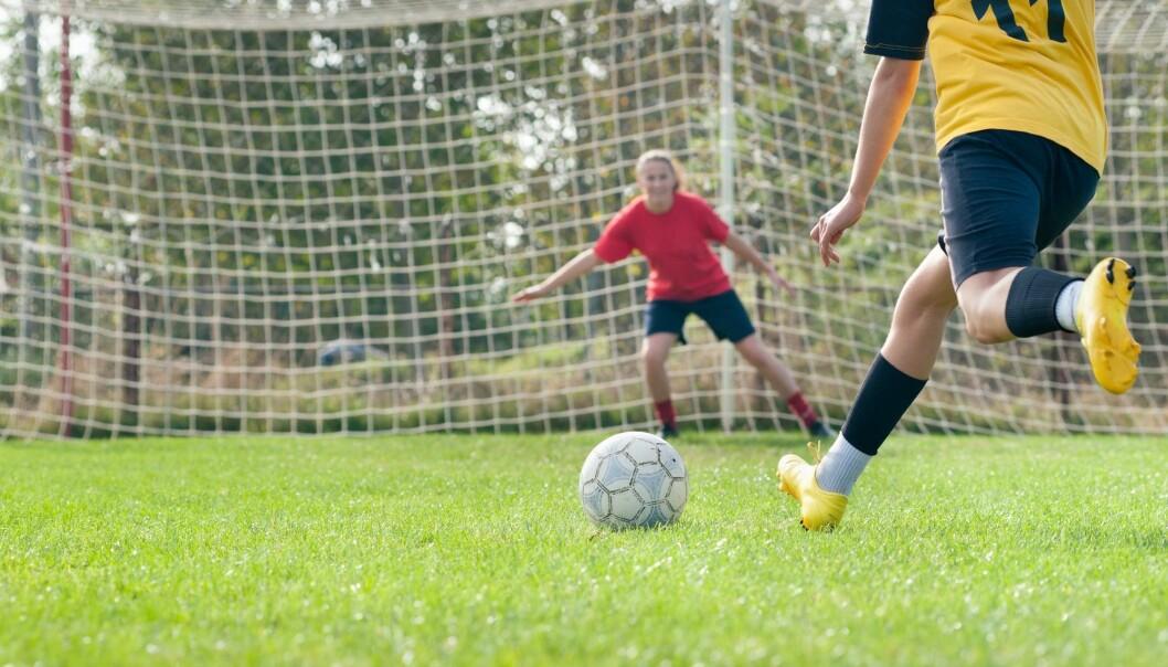 - Det er små kjønnsforskjeller på hvor mange som trener, men guttene fortsetter lenger. Jentene faller fra før, og noen kommer ikke inn i idretten i det hele tatt, sier Anders Bakken, forfatter av ny rapport om norsk ungdomsidrett. (Illustrasjonsbilde: Fotokostic, Shutterstock, NTB scanpix)