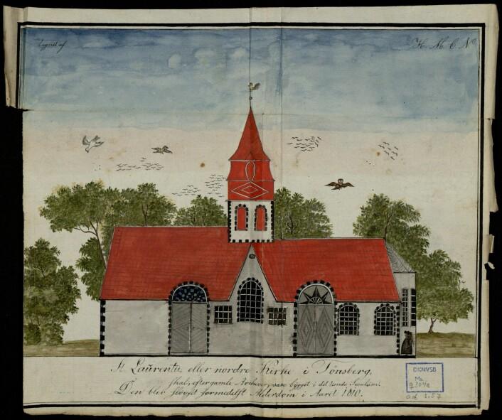 «St. Laurentii, eller nordre Kirke i Tønsberg, skal, efter gamle Archiver, være bÿgget i det tiende Seculum. Den blev slöÿfet formedelst Alderdom i Aaret 1810.» Akvarellen befinner seg i et upublisert manus skrevet av Lorenz Diederich Klüwer i 1823. Foto: NIKU
