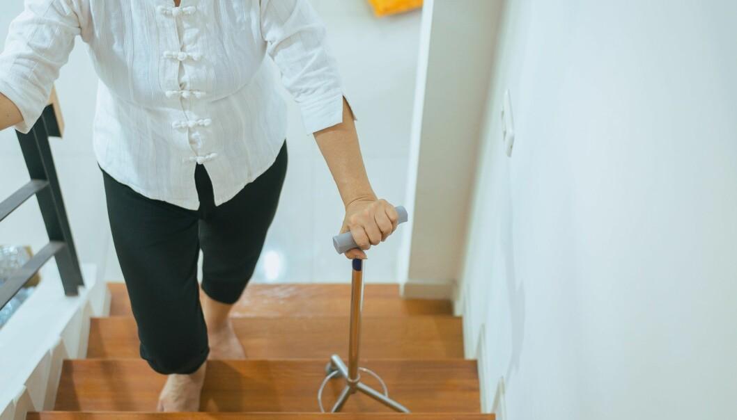 Å gå i trapper er en øvelse man kan gjøre for å bedre balansen og forebygge fall. (Foto: GBALLGIGGSPHOTO / Shutterstock / NTB scanpix)