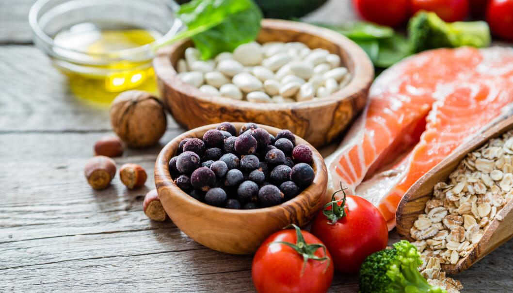 Kvinner som spiste grove kornprodukter, bær, rotgrønnsaker, frukt, poteter og fisk gikk raskere ned i vekt etter fødselen. (Illustrasjonsfoto: Oleksandra Naumenko / Shutterstock / NTB scanpix)