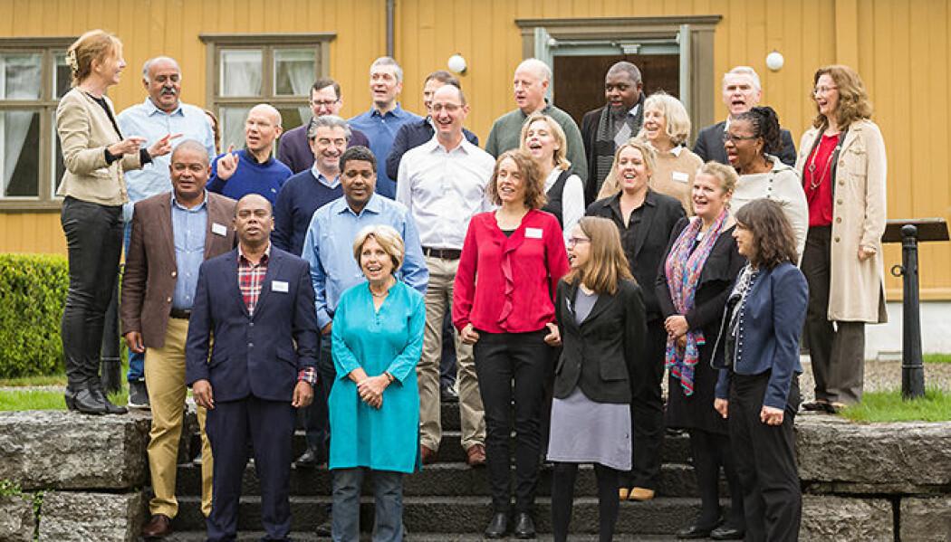 The Lancet-kommisjonen One Healths deltakere samlet utenfor Tøyen hovedgård. (Foto: UiO)