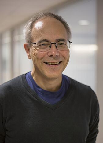 Trygve Ulf Helgaker er professor i teoretisk kjemi. (Foto: Camilla Kottum Elmar/Senter for grunnforskning CAS)