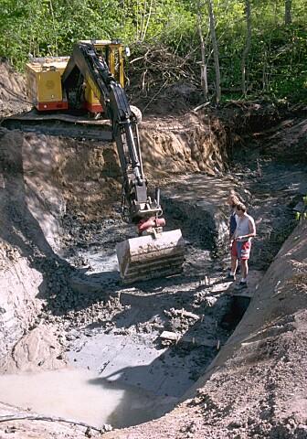 Utgravninger av funnstedet på 1990-tallet. Først nå har det blitt mulig å undersøke disse tyggegummiene. (Bilde: Per Persson/Stockholm university)