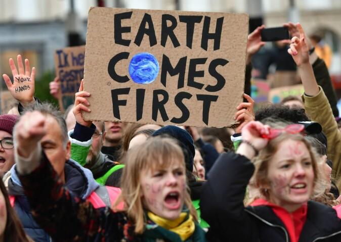 Selv om de unge ser ut til å være de mest bekymret for klimaet, viser andre studier at de ikke nødvendigvis er de som vet mest om temaet. (Foto: EMMANUEL DUNAND / AFP)