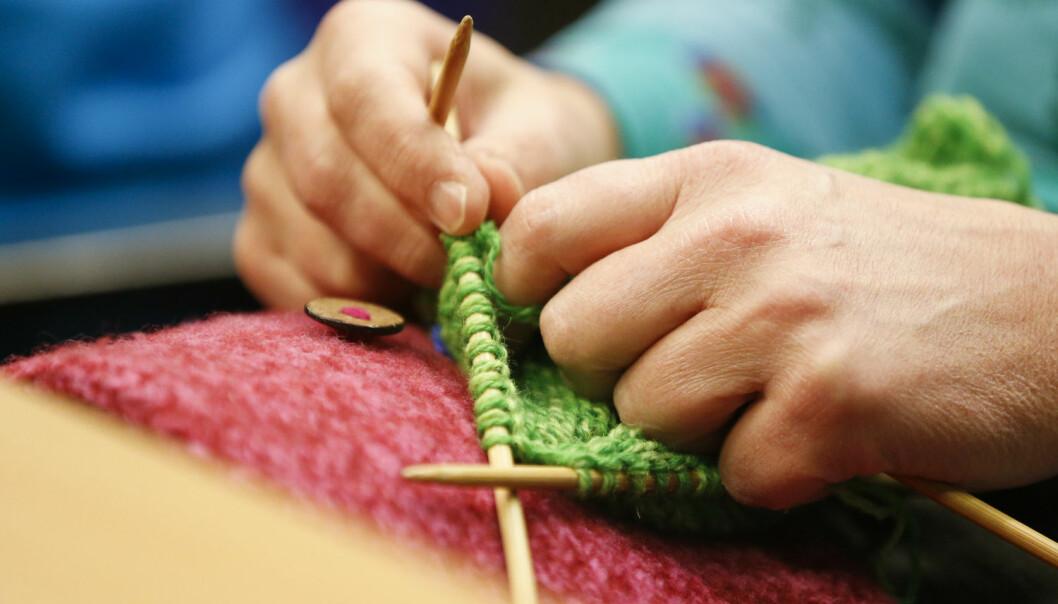 43 prosent av alle norske kvinner strikker