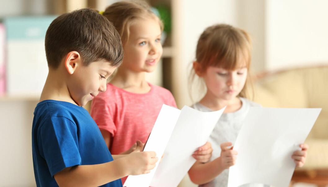 Forskere mener mye tyder på at sangen i barnehage og skole er truet. Nå settes det i gang en stor innsamlingsaksjon av barnesang. (Illustrasjonsfoto: Africa Studio / Shutterstock / NTB scanpix)