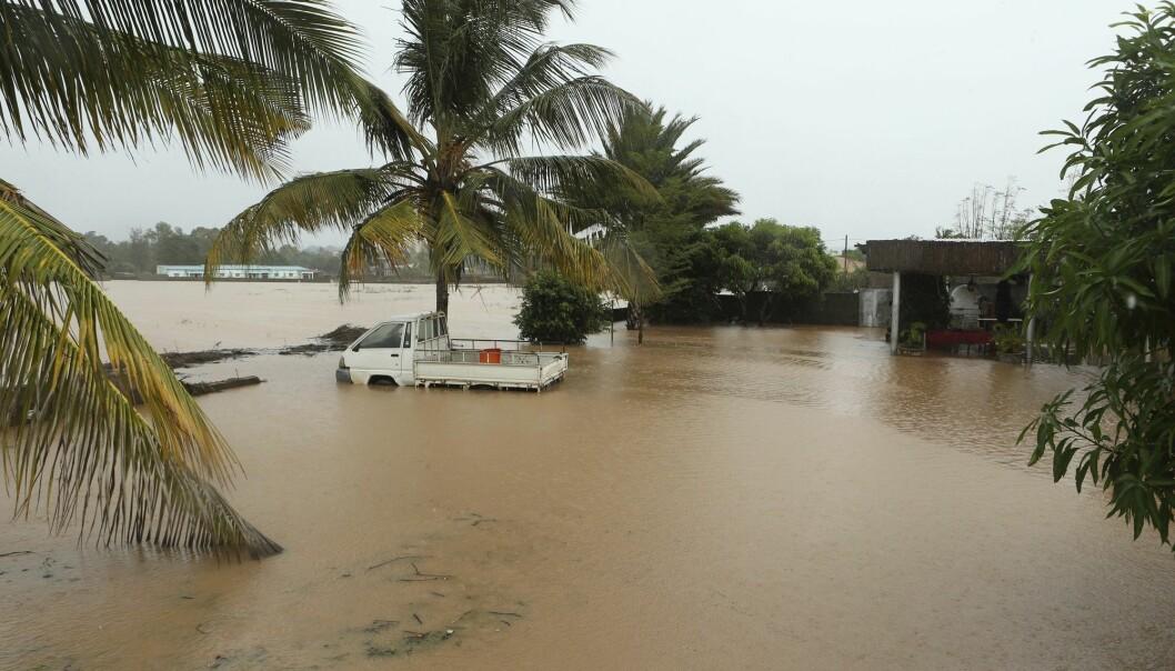 Et oversvømt område i kystbyen Pemba i Mosambik etter syklonen Kenneth tidligere i år. Stigende havnivå øker risikoen for oversvømmelser under kraftige uvær langs kysten mange steder i verden. (Foto: Tsvangirayi Mukwazhi / AP / NTB scanpix)