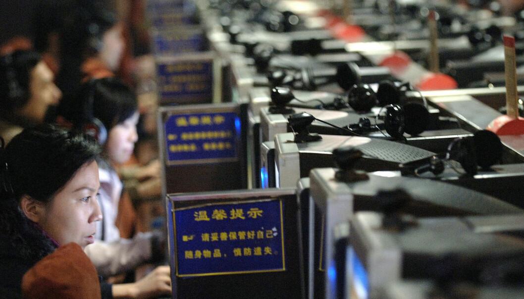 Kinas nettsensur-program er godt kjent, og det mistenkes at flere tusen politimenn jobber i programmet som kalles The Great Firewall. Bildet er tatt i en kinesisk internettkafé. (Foto: Afp, NTB scanpix)