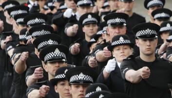 Politireformen i Norge innebærer en kraftig reduksjon i antall politidistrikter. I Skottland har en lignende reform ført til at publikum har fått mindre tillit til politiet, på grunn av dårligere tilstedeværelse. (Foto: Danny Lawson, Pa photos, NTB scanpix)