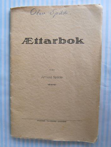 Oldebesten dykket i sin tid ned i Spilde-slektas opphav. Resultatet ble intet mindre enn en trykt Ættarbok. (Foto: Privat)