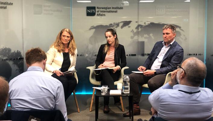 Europaforskerne Pernille Rieker (tv), Guri Rosén og Bjørn Høyland er enige om at politikken i Europaparlamentet ikke vil bli vesentlig endret etter valget. (Foto: Ane Teksum Isbrekken)