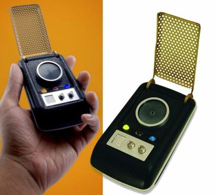Omtrent slik så en kommunikator fra Star Trek ut. Den likner tydelig på dagens telefoner, eller kanskje 90-tallets. (Foto: Amber Case/ http://technabob.com   http://technabob.com/blog/wp-content/uploads/2008/03/star_trek_communicator.jpg)
