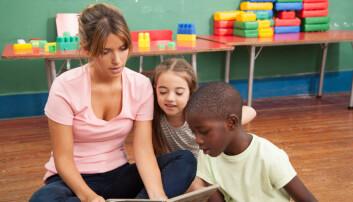 Forskere mener at for å hindre senere språkvansker må det bli mer fokus på språkforståelse i barnehagen.  (Foto: Lorena Fernandez, Shutterstock, NTB scanpix)