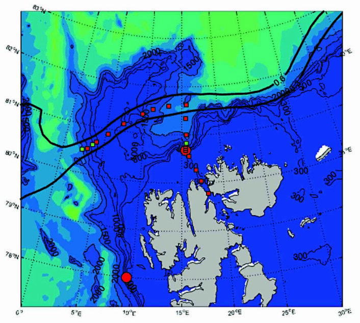 """Kurslinjene forskningsfartøyet """"Helmer Hanssen"""" skal følge i løpet av Polhavstoktet. De røde prikkene markere såkalte stasjoner, steder hvor det skal tas ulike prøver. Noen av stasjonene er nye av året. Ved andre stasjoner ble det tatt prøver i løpet av de to foregående toktene i Polhavet."""