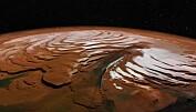 Enorme mengder is funnet under bakken på Mars