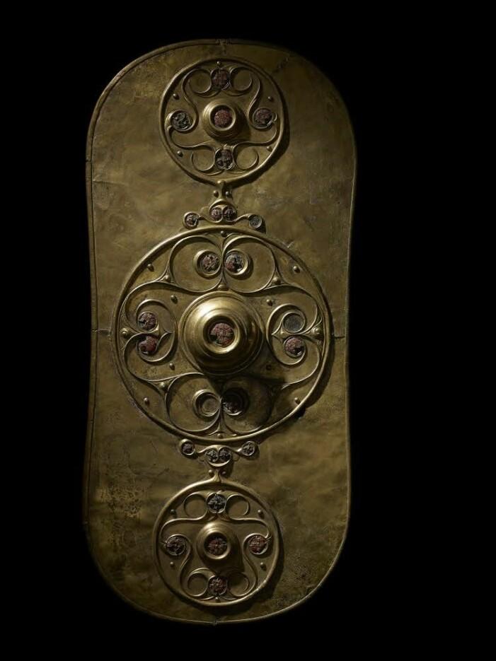 Det berømte Battersea-skjoldet var også av tre, men det ytterste skallet du ser her er av bronse. Skjoldet omtales som et av de viktigste keltiske funnene som er gjort. (Foto: ULAS)