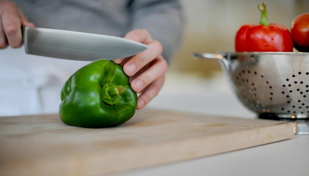 En undersøkelse om nordiske spisevaner viser at menn i større grad lager mat enn før. (Foto: Frank May, NTB scanpix)