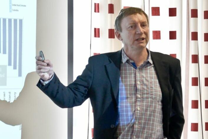 Eyvind Elstad har sammen med andre utdanningsforskere studert hvilke muligheter og begrensinger bruk av IKT i skolen gir. (Foto: Institutt for lærerutdanning og skoleforskning)