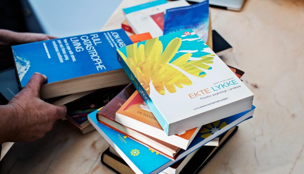 Vi bruker millioner av kroner på bøker som påstår de har oppskriften på hvordan vi kan få et bedre liv. En gjennomgang av rådene viser at bare en brøkdel av bøkene er basert på forskning som viser at rådene virker.   (Foto: VG/Scanpix/NTB)